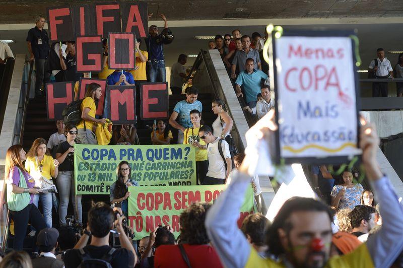 """""""Copa pra quem?"""", questionam movimentos em debate na UFABC"""