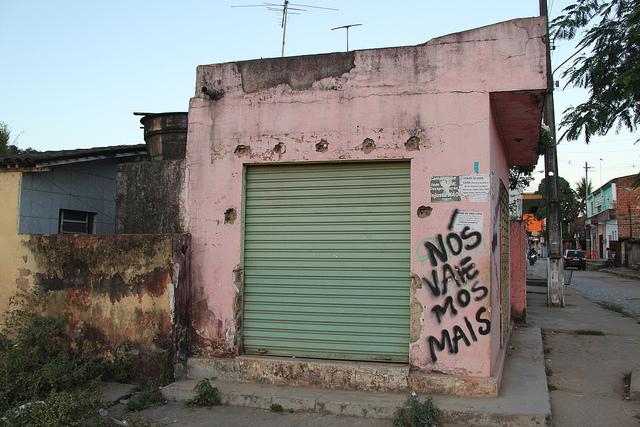 Recife: Moradores de comunidade próxima a estádio da Copa protestam contra iminência de despejo