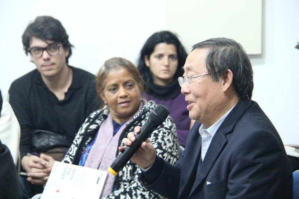 Ex-primeiro secretário da Embaixada Chinesa em Brasília, Zhoiu Shixiu, durante o debate. Foto: Gerhard Dilger