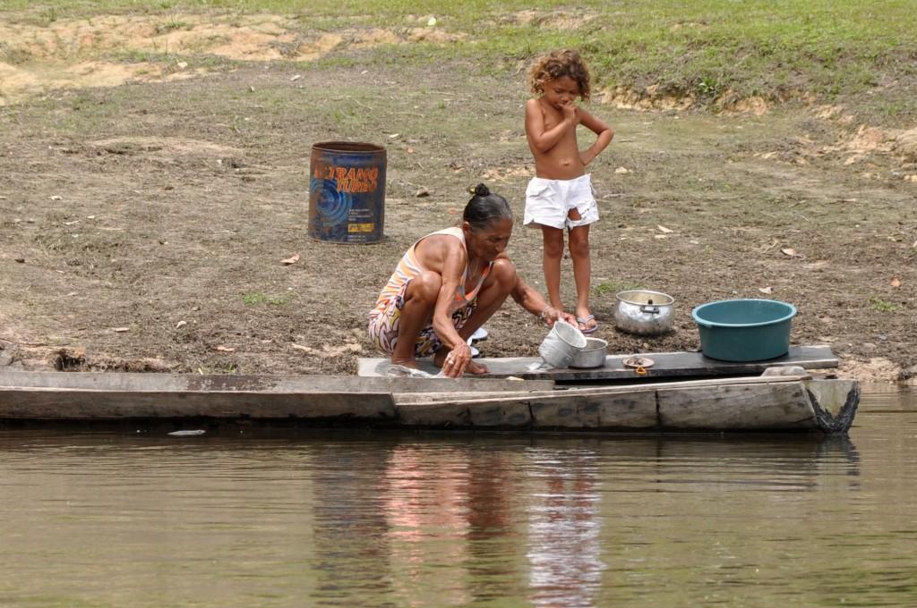 """""""Eu não quero sair daqui, só se me mandarem embora. Se mandarem, eu vou chorando"""", Maria Raimunda Gomes da Silva, moradora da beira do rio Iriri (Foto: Daniela Alarcon)"""