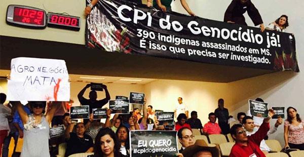 Indígenas protestam na Assembleia Legislativa do Mato Grosso do Sul por aprovação da CPI do Genocídio.