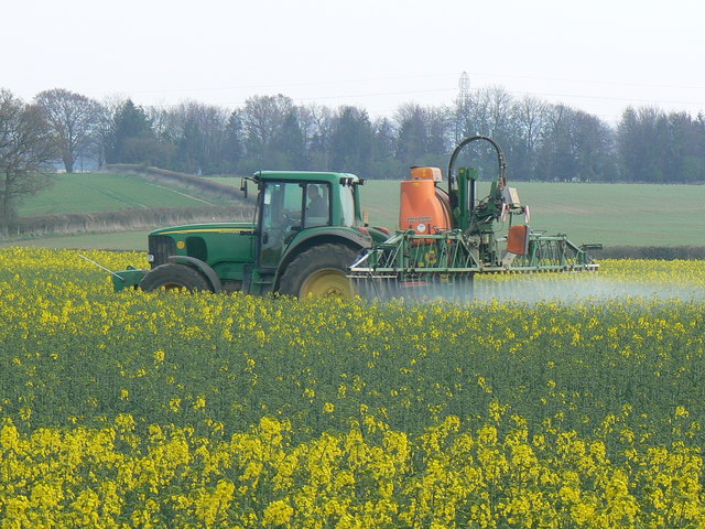 Crop_spraying_near_St_Mary_Bourne_-_geograph.org.uk_-_392462