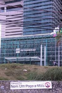 Ato foi feito em frente à Petrobras