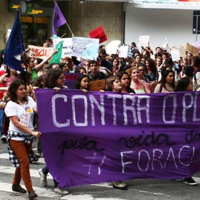 Mulheres na rua, contra o retrocesso
