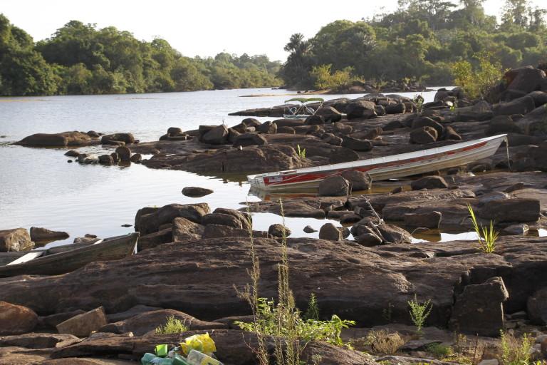 A modernidade de Belo Monte  e a aldeia indígena de Muratu