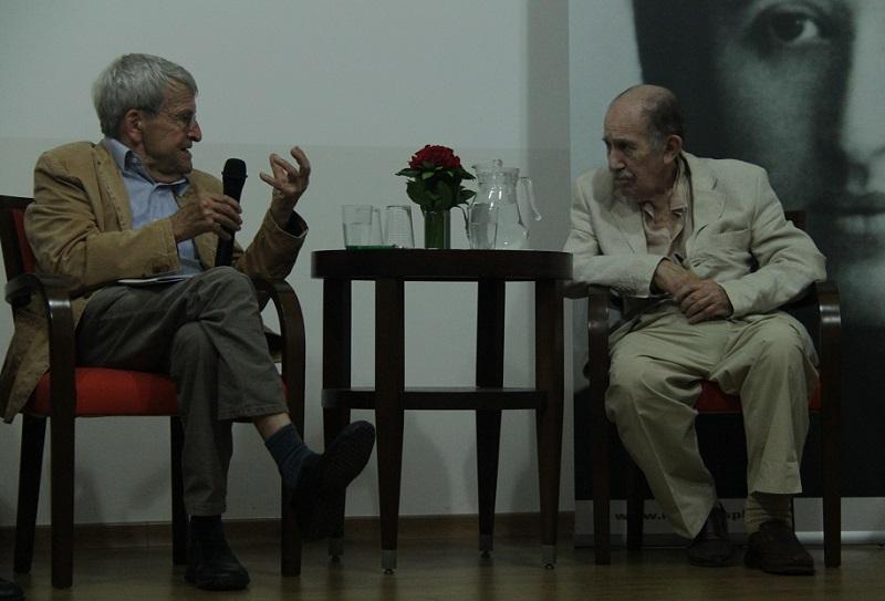 Klaus e Paul Singer durante debate realizado em São Paulo. Foto: Daniel Santini