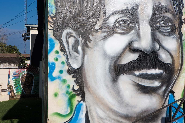 Muro em Rio Branco, pintado com o rosto de Chico Mendes